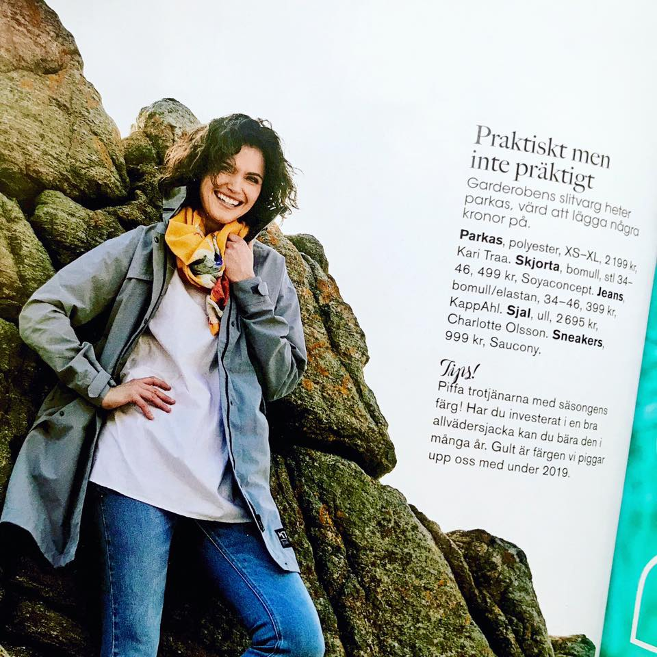 Hurray💛 In the latest issue of the Swedish magazine TARA – för kvinnan mitt i livet the always so talented Katarina Althin has styled a great outfit with my Sunny Flirt wool/silk Scarf 💛